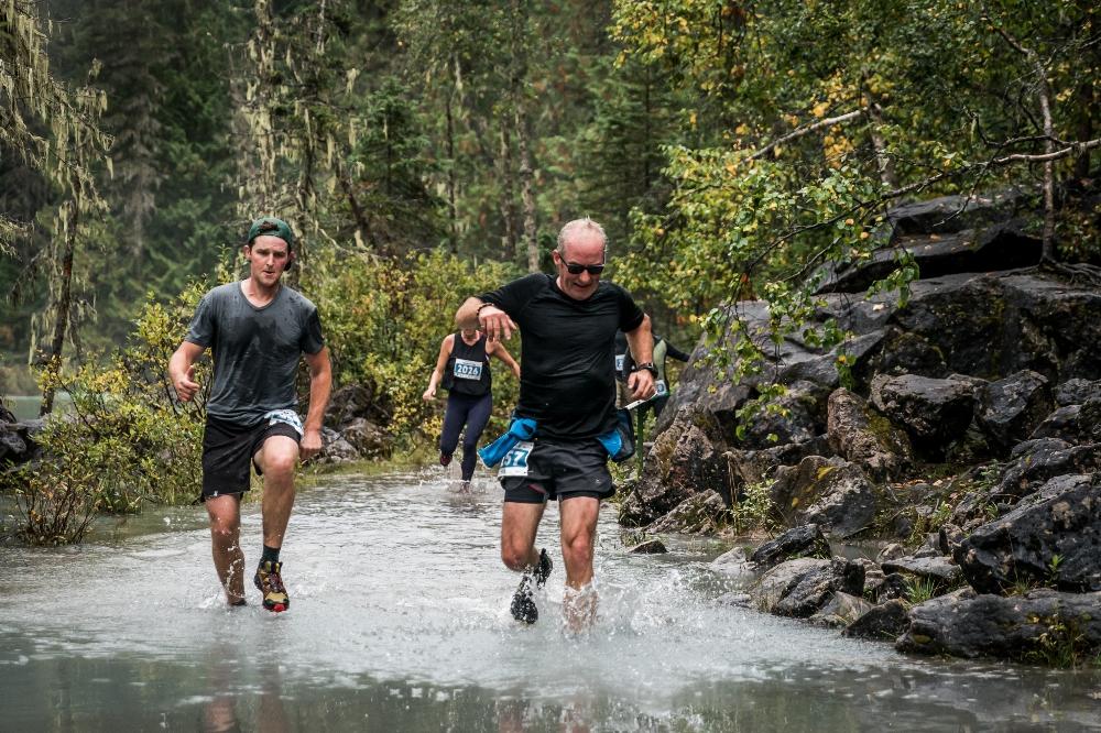 Rain or shine, these runners power through the beautiful terrain